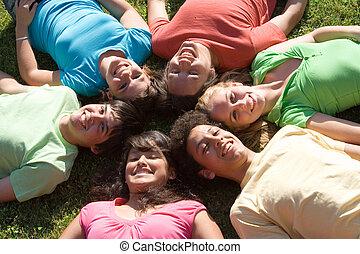 nyár ugrat, csoport, tábor, különböző, mosolyog vidám