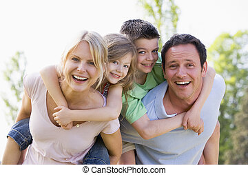 odaad, párosít, két, fiatal, háton, mosolygós, gördülni, gyerekek