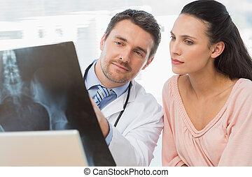 orvos, jelent, hím, röntgen, türelmes, magyarázó