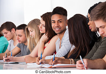 osztálytársak, ülés, írás, magabiztos, diák, íróasztal