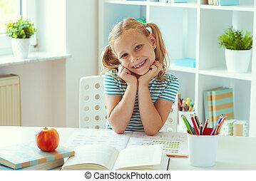 osztályterem, csinos, izbogis, ülés, fény, portré, asztal, fehér, leány