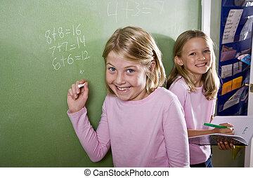 osztályterem, tábla, gyerekek, írás