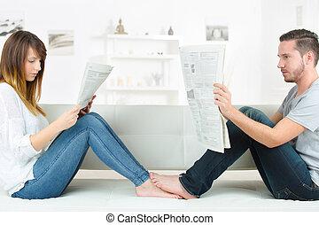 otthon, újság, felolvasás, bágyasztó
