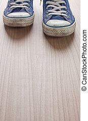 pár, kék, gumitalpú cipő