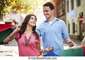 párosít, bevásárlás, fiatal, együtt, élvez