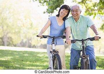 párosít, bicikli, riding., érett