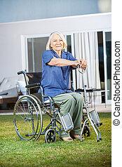 pázsit, nő, gondozás, ülés, tolószék, otthon, idősebb ember