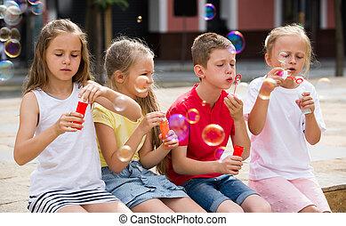 panama, gyerekek, outdoors., fújás