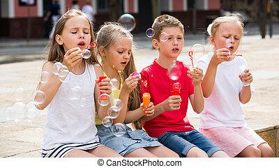 panama, outdoors., gyerekek, fújás