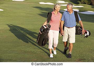 pantalló, gyalogló, golf, párosít, folyik, szállítás, mentén, idősebb ember