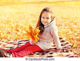 pléd, ülés, napos, sárga, ősz, őt lap, gyermek, portré, mosolygós, nap, juharfa, boldog