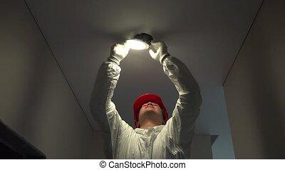 plafon, villanyszerelő, fény, felmegy, profi, karika, irányított, kilyukaszt, ember