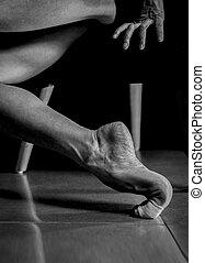 poén, balerina, mezítláb, n betű