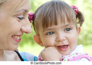 portré, boldog, lány, anya