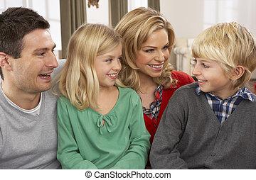 portré, vidám család, otthon