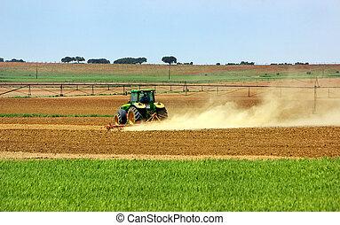 portugál, field., traktor
