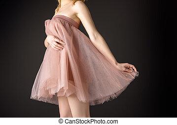 rózsaszínű ruha, sifón, elszigetelt, szürke, midsection, feltevő, tender, leány, kilátás