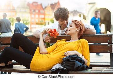 romantikus, bágyasztó, párosít, fiatal, szabadban, mosolygós