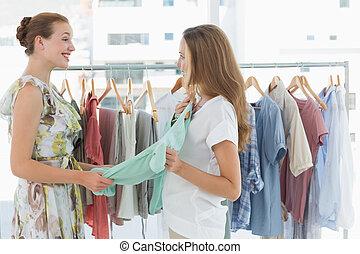 ruhabolt, bevásárlás, nők