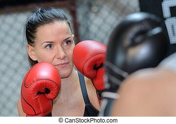 súlyos, női arc, lyukasztógép, bokszoló, gyakorló