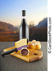 sajt, kolbász, bor