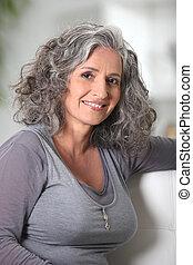 senior woman, ifjú