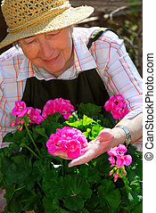 senior woman, kertészkedés