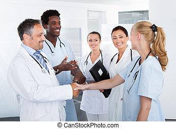 sok nemzetiségű, boldog, csoport, orvosok
