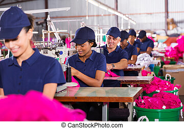 sok nemzetiségű, munkás, varrás, gyár