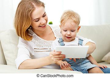 számítógép, fiú, otthon, csecsemő, anya, tabletta