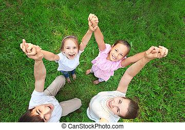 széles, emelt, szög, tető, összeillesztett, birtoklás, szülők, áll, kézbesít, kilátás, azokat, gyerekek