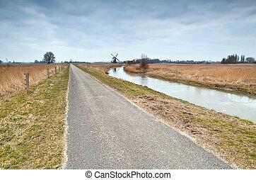 szélmalom, út, bicikli