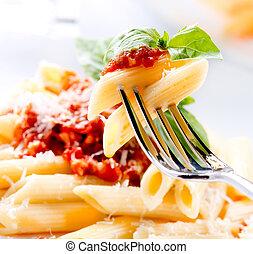 szósz, sajt, bolognese, főtt tészta, parmezán, lebuj, bazsalikom