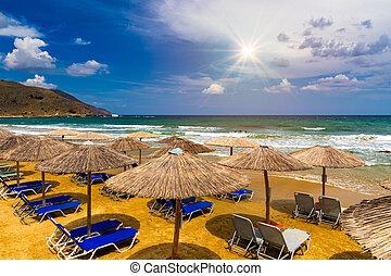 szünidő, paradicsom, üres, idegenforgalom, sunshades, sunbeds., kavics, concept., sunbeds, tenger, tengerpart, tengerpart., szalmaszál, destination., háttér., nyár, esernyők