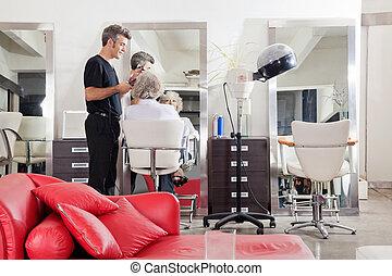 szőr salon, client's, egyenesedő, hairstylist