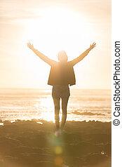 szabad, élvez, szabadság, sunset., nő, tengerpart