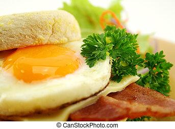 szalonna, tojás, muffin