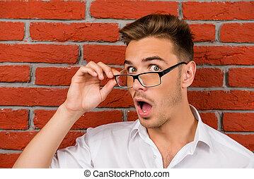 szemüveg, meglepődött, birtok, jelentékeny, övé, ember