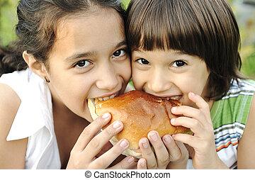 szendvics, szeret, természet, egészséges, két, élelmiszer, gondatlan, closeup, együtt, étkezési, gyerekek