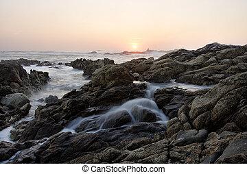 sziklás, naplemente tengerpart
