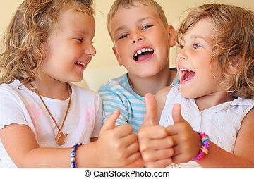 ??, szoba, három, együtt, lakályos, mosolygós, gyerekek, gesztus, látszik