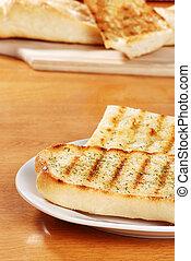 tányér, fokhagyma kenyér