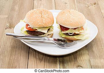 tányér, két, cheeseburgers