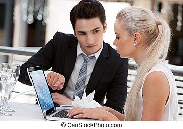 társ, restaurant., laptop, dolgozó, ügy