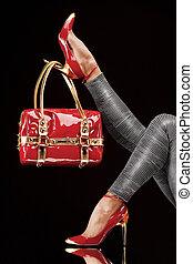 táska, piros cipő