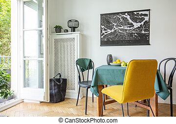 tényleges, térkép, szoba, fal, fénykép, herringbone, gyümölcs, poszter, sárga, parketta, étkező, fekete, elnökké választ, függő, belső, asztal, fehér, abrosz, erkély
