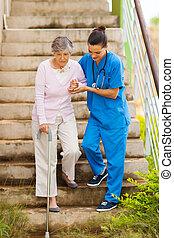 törődik, ételadag, gondozás türelmes, idősebb ember