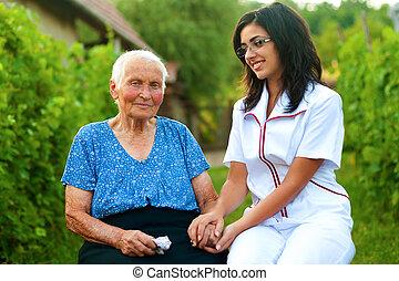 törődik, woman orvos, öregedő, beteg, szabadban