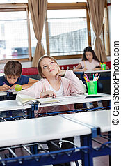 tabletta, íróasztal, feláll, látszó, digitális, diáklány