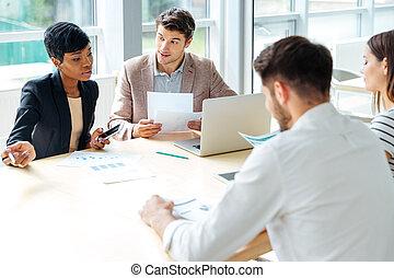 tanácskozás, dolgozó, ügy, businesspeople, együtt, ülésterem